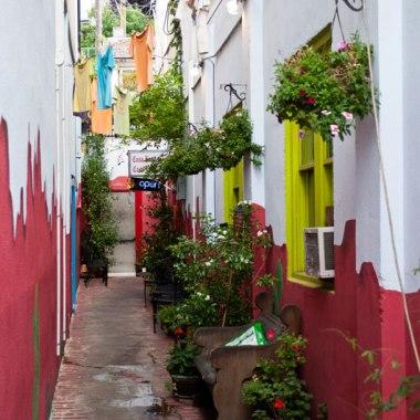 Poulsbo-alleyway