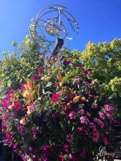 flower-adorned-street-lamps